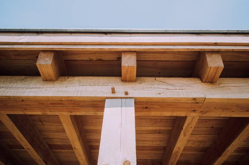 Veranda Of Overkapping Met Traditionele Houtconstructie