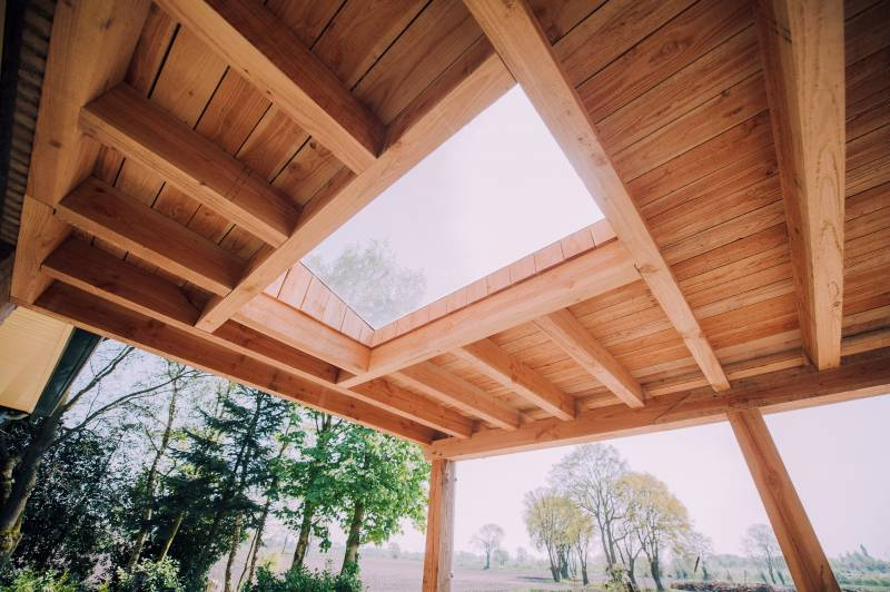 Veranda Of Overkapping Met Traditionele Houtconstructie